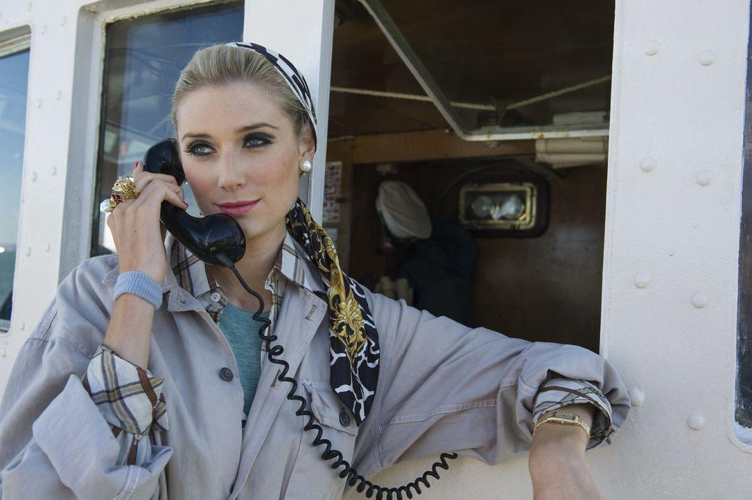 Skrupellos, hübsch und zielstrebig: die Leiterin einer Nazi-verbundenen Geheimorganisation Victoria Vinciguerra (Elizabeth Debicki) ... - Bildquelle: Warner Bros.