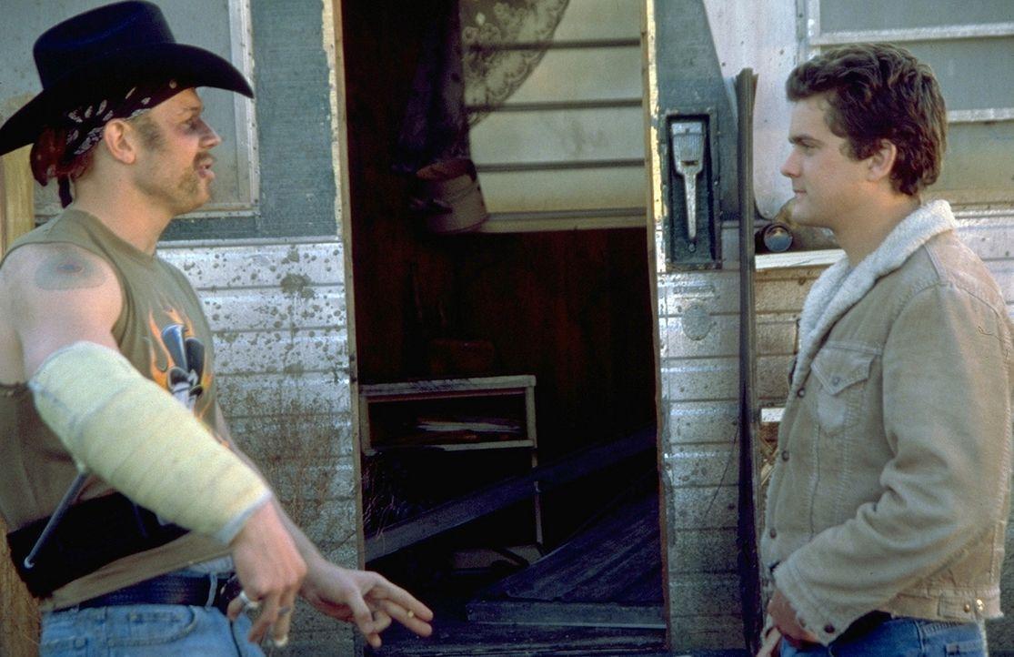 Dummerweise klaut Tinker (Ryan Hurst, l.) einem Pizzaboten eine Tasche - und hetzt damit schon bald einen brutalen Drogenboss auf Earl (Joshua Jacks... - Bildquelle: TriStar Pictures