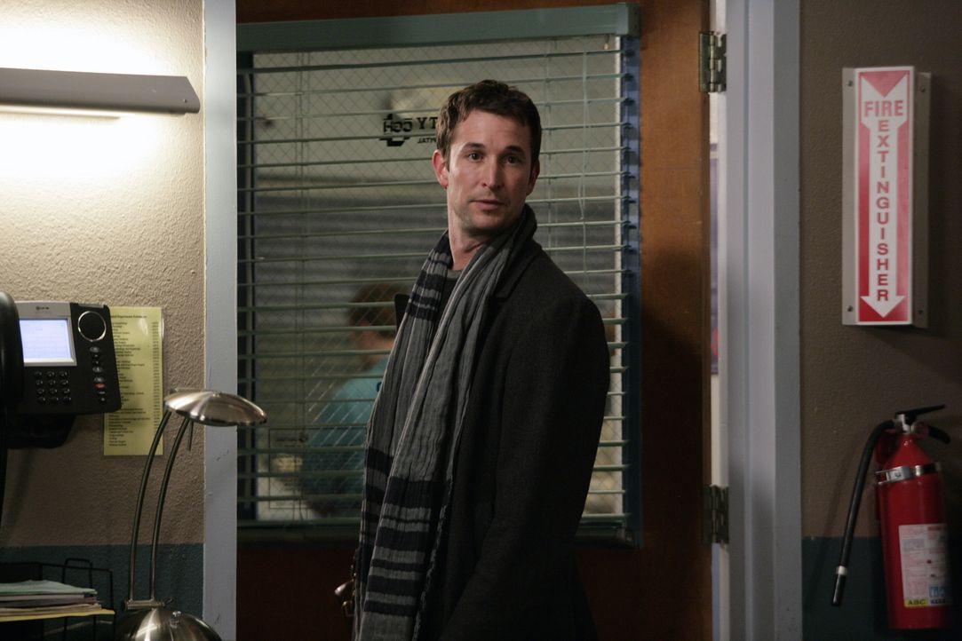 Dr. Carter (Noah Wyle) überrascht die Kollegen der Notaufnahme mit seinem Besuch ... - Bildquelle: Warner Bros. Television