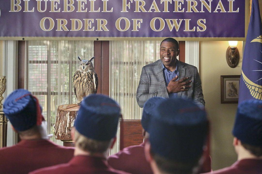 Die Probleme zwischen Lavon (Cress Williams) und Annabeth wirken sich immer mehr auf alle Bewohner Bluebells aus ... - Bildquelle: Warner Brothers