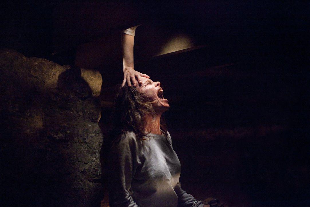 Gelingt es Ed noch rechtzeitig, Carolyn (Lili Taylor) von ihrer Besessenheit zu befreien, bevor sie eine ihrer Töchter tötet? - Bildquelle: Warner Brothers