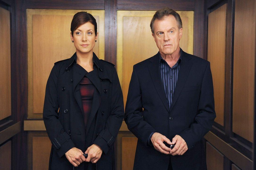 Während Naomi bestürzt erkennen muss, dass ihre Tochter erwachsen wird, verbessert sich das Verhältnis zwischen Addison (Kate Walsh, l.) und ihrem V... - Bildquelle: ABC Studios