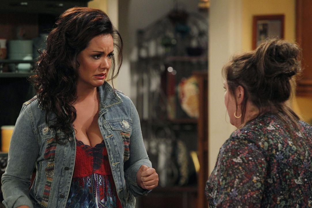 Können nicht fassen, was geschehen ist: Molly (Melissa McCarthy, r.) und Victoria (Katy Mixon, l.) ... - Bildquelle: Warner Brothers