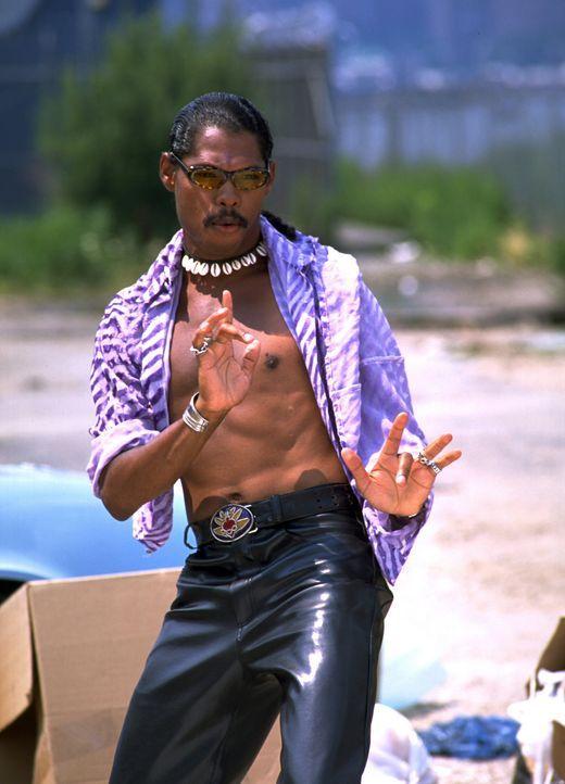 """Rapper Pootie Tang (Lance Crouther) - Frauenschwarm und Hero der Stadt - sorgt mit seinem """"Kampfgürtel"""" für Ordnung und Gerechtigkeit. Nur zu gern... - Bildquelle: 2001 PARAMOUNT PICTURES"""