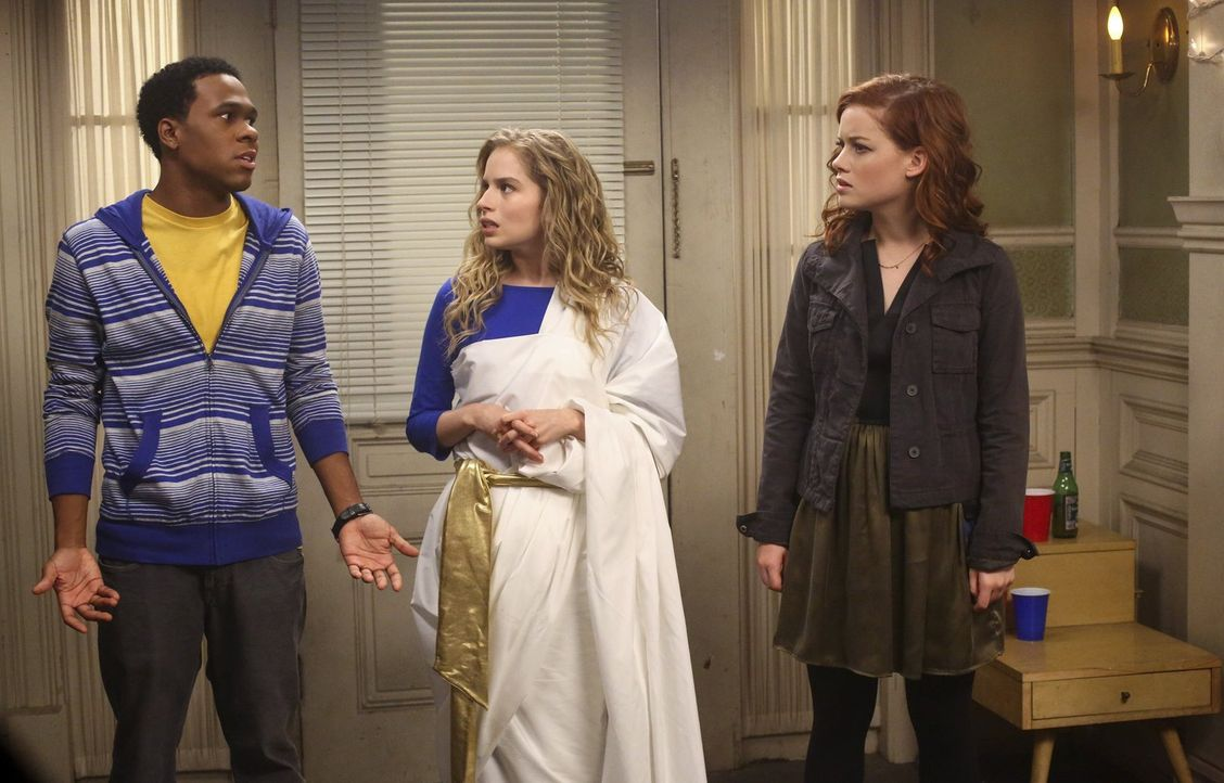 Als Tessa (Jane Levy, r.) Malik (Maestro Harrell, l.) und Lisa (Allie Grant, M.) zu einer Party schleift, trifft sie das Als Tessa (Jane Levy, r.) M... - Bildquelle: Warner Bros. Television