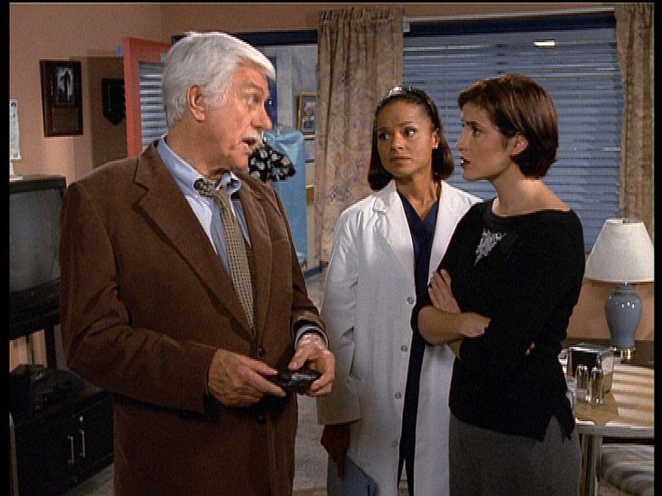 Die Radiomoderatorin Denise (r.) steht unter Mordverdacht. Mark (Dick Van Dyke, l.) und Amanda (Victoria Rowell, M.) machen ihr den Ernst der Lage k... - Bildquelle: Viacom