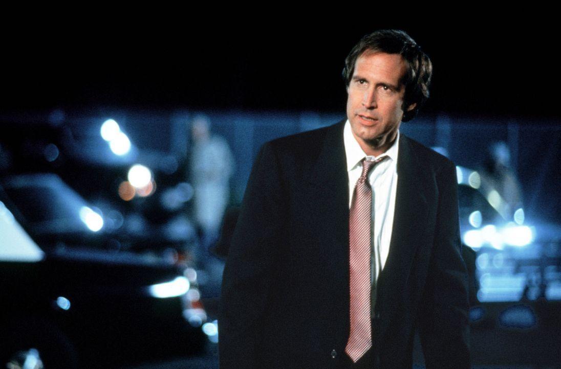 Der erfolgreiche Börsenmakler Nick Halloway (Chevy Chase) führt eigentlich ein ganz normales Leben - bis er durch einen Störfall in einem HiTech-... - Bildquelle: Warner Bros.