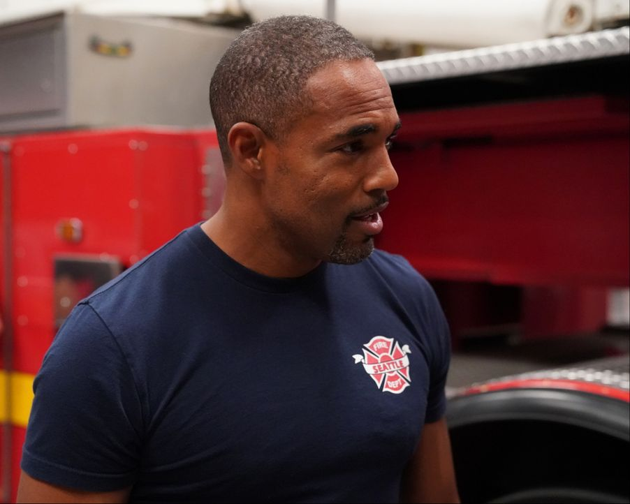Ben (Jason George) muss lernen, dass ein Notfall bei der Feuerwehr ganz anders ist, als er es aus dem Grey Sloan Memorial Hospital kennt ... - Bildquelle: Mitch Haaseth 2017 American Broadcasting Companies, Inc. All rights reserved./Mitch Haaseth