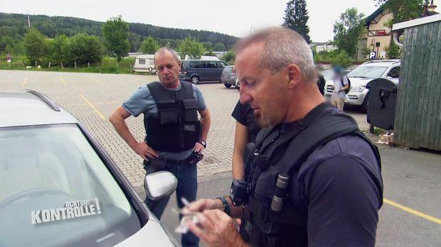 Achtung Kontrolle - Achtung Kontrolle! - Thema U.a.:messer Und Elektroschocker - Bundespolizei Bad Brambach