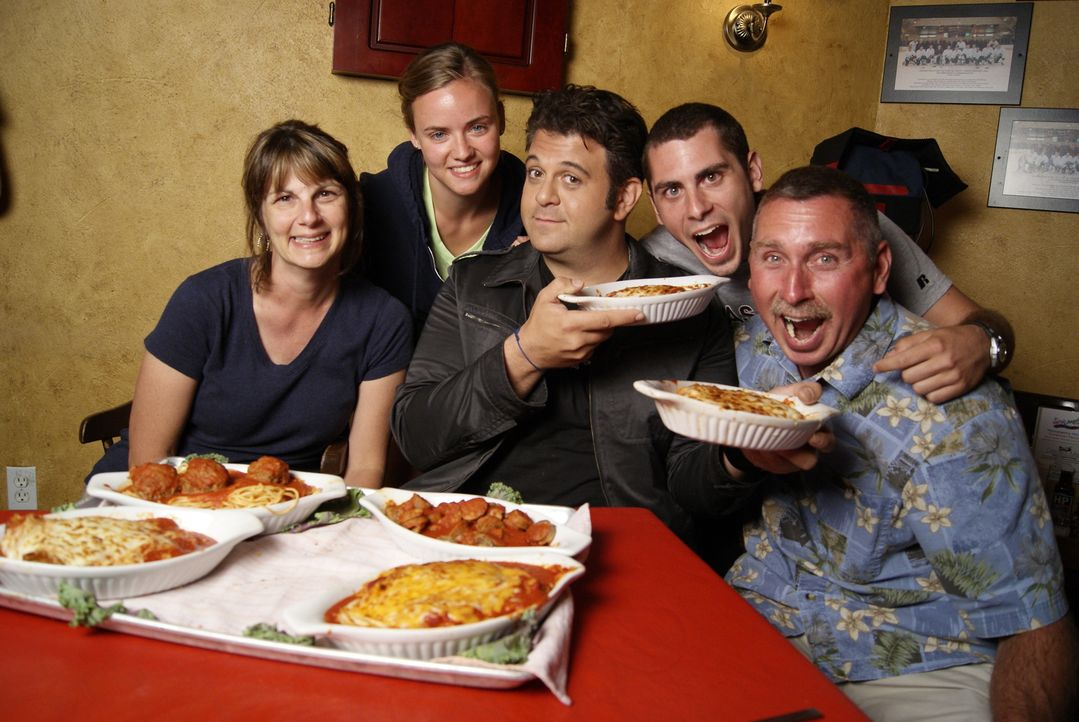 Adam Richman (M.) - Bildquelle: 2009, The Travel Channel, L.L.C./Sharp Entertainment