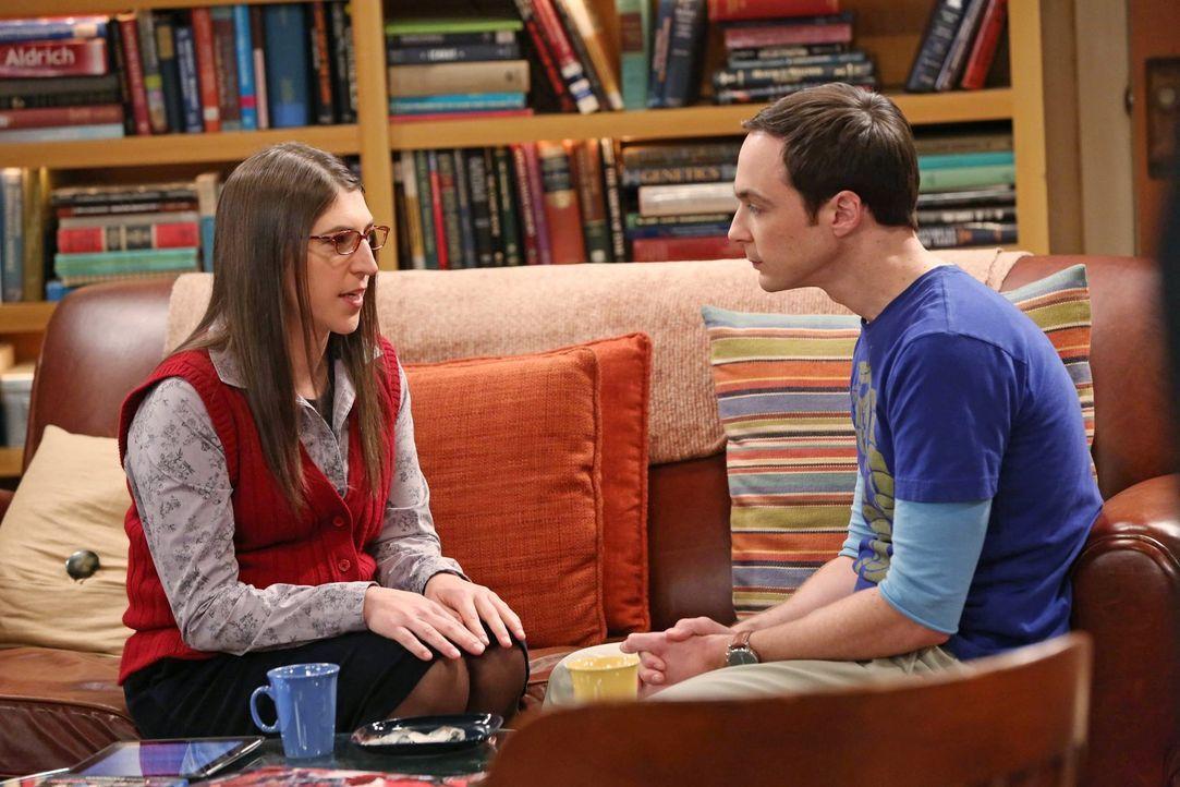Es ist Valentinstag, und Amy (Mayim Bialik, l.) hat eine ganz besondere Überraschung für Sheldon (Jim Parsons, r.) ... - Bildquelle: Warner Brothers