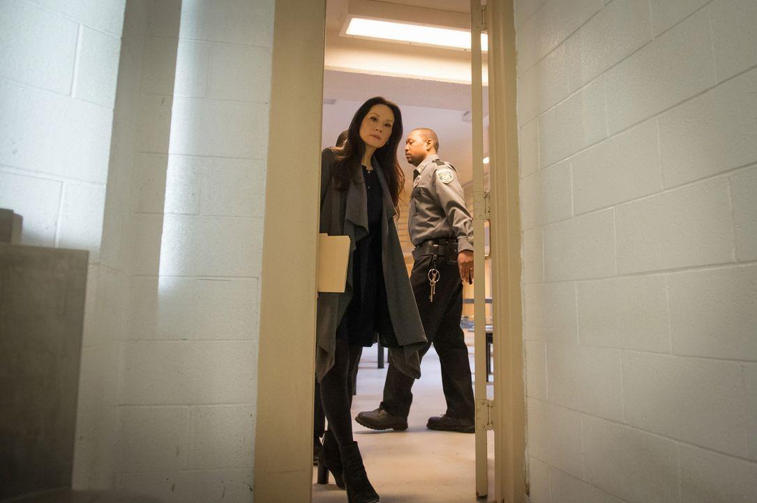 Musste der Richter sterben, weil er den Verdächtigen hinter Gittern brachte? Watson (Lucy Liu) ist sich da nicht so sicher ... - Bildquelle: CBS Television