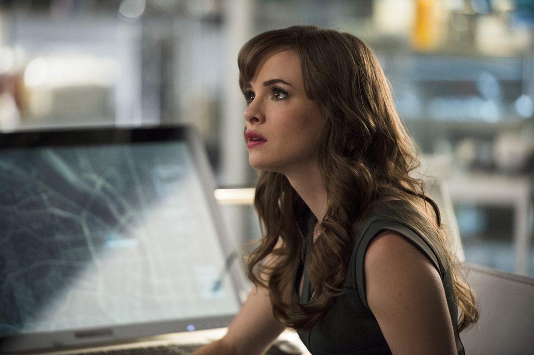 Während Caitlin (Danielle Panabaker) nach einer Lösung für Dr. Steins immer schlechter werdenden Gesundheitszustand sucht, entscheidet sich Iris daz... - Bildquelle: 2015 Warner Brothers.