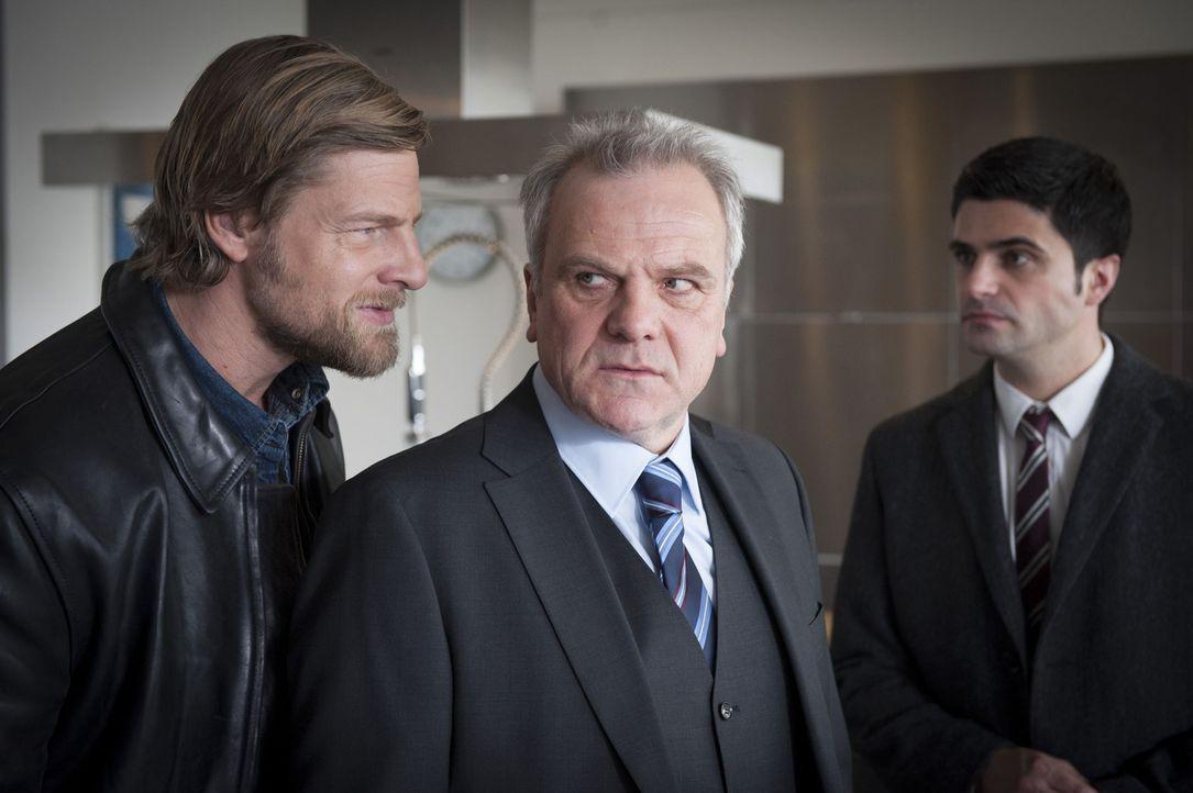 Uschi wird des Mordes beschuldigt, doch ihre Freunde Mick (Henning Baum, l.) und Andreas (Maximilian Grill, r.) können das nicht glauben und beginne... - Bildquelle: Martin Rottenkolber SAT.1