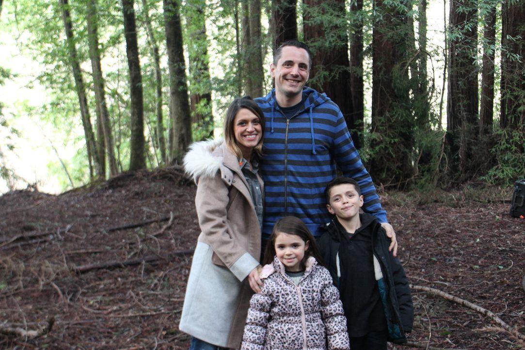 Die Otellini-Familie aus Guerneville, CA wünscht sich einen gemeinsamem Zufluchtsort in den Bäumen nahe des Russian River. Wird ihnen das Resultat d... - Bildquelle: 2016,DIY Network/Scripps Networks, LLC. All Rights Reserved.