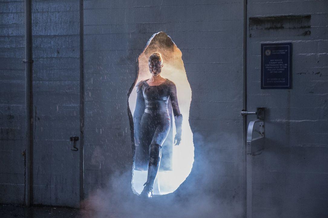 Verbreitet Angst und Schrecken in der Stadt unter dem Vorwand, endlich für Gerechtigkeit zu sorgen: Sam alias Reigns (Odette Annable) ... - Bildquelle: 2017 Warner Bros.