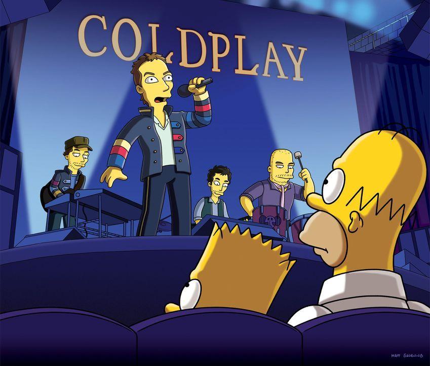 Homer (vorne r.) hat in Lotto gewonnen und genießt daraufhin mit Bart (vorne l.) ein Spezialkonzert von Coldplay ... - Bildquelle: und TM Twentieth Century Fox Film Corporation - Alle Rechte vorbehalten
