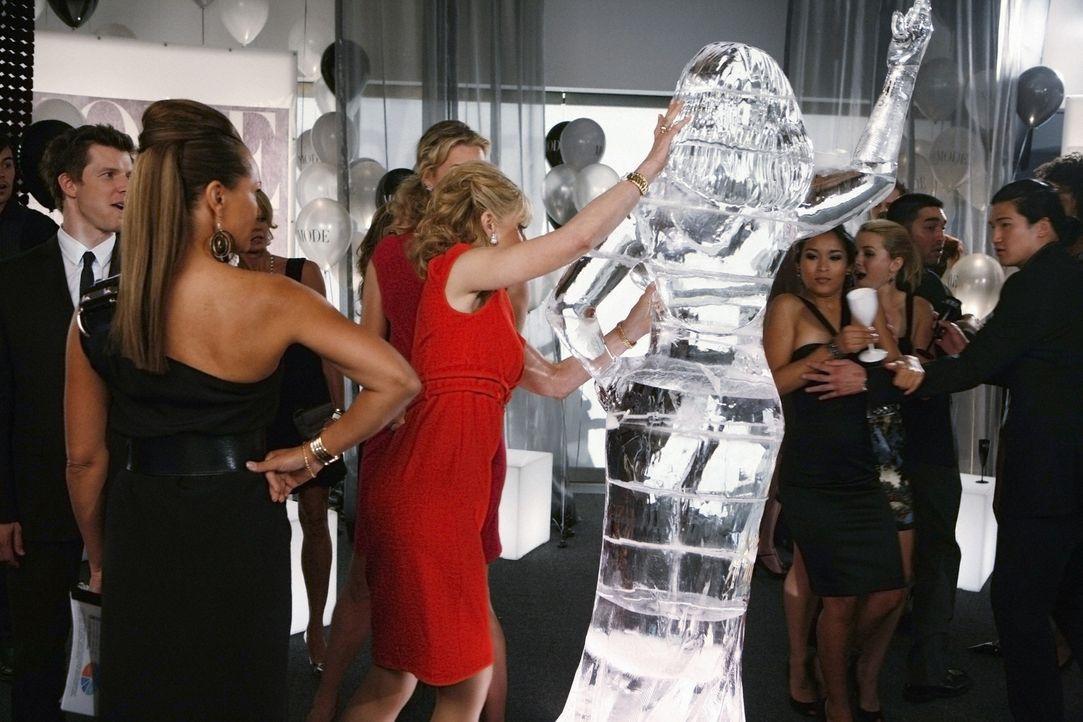 Macht auch vor teuren Kunstobjekten nicht halt: Claire (Judith Light, M.) ... - Bildquelle: 2008   ABC Studios