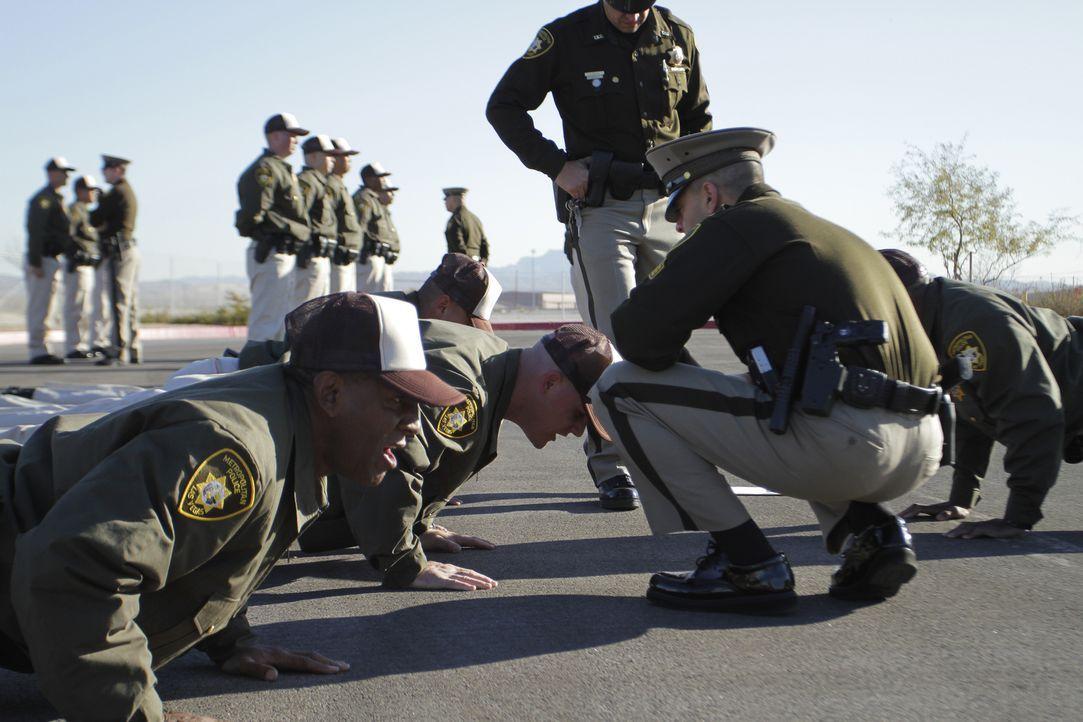 Sgt. Tromba weißt die Rekruten an, bis an ihre Grenzen zu gehen ... - Bildquelle: Gregory Henry National Geographic Channels