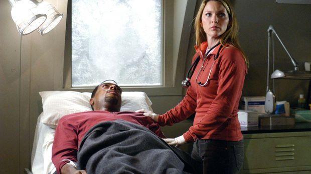Powell (Troy Winbush, l.) hat sich mit dem Virus angesteckt, wegen dem das Te...