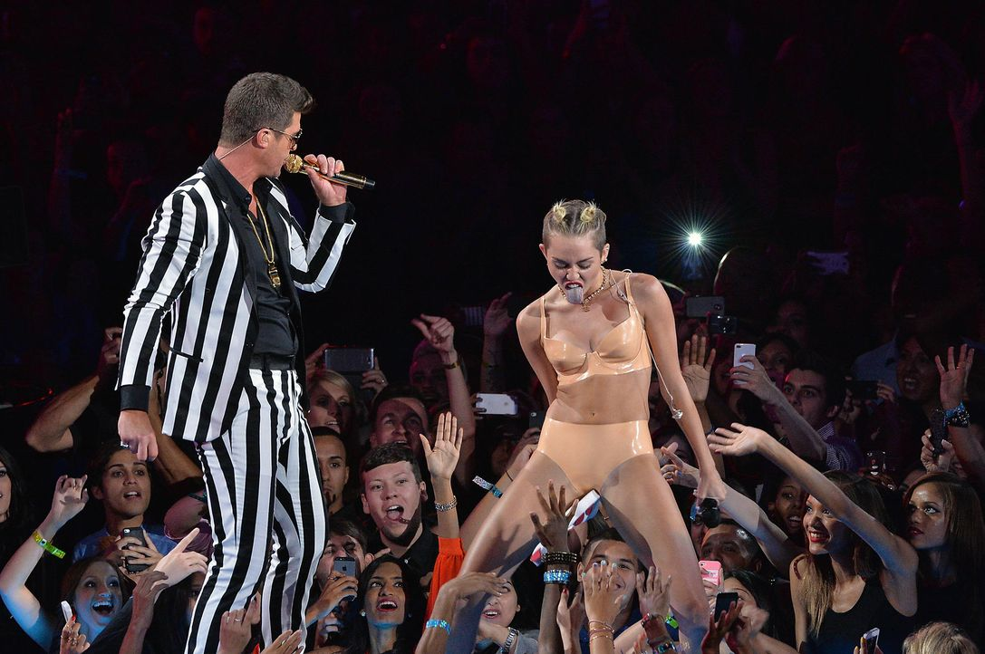 MTV-Music-Video-Awards-Robin-Thicke-Miley-Cyrus-130825-1-getty-AFP.jpg 2000 x 1329 - Bildquelle: getty-AFP
