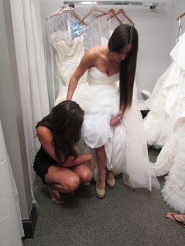 Mein Schnäppchen in weiß! - Während Jasmine ein Kleid sucht, das sie sich lei...