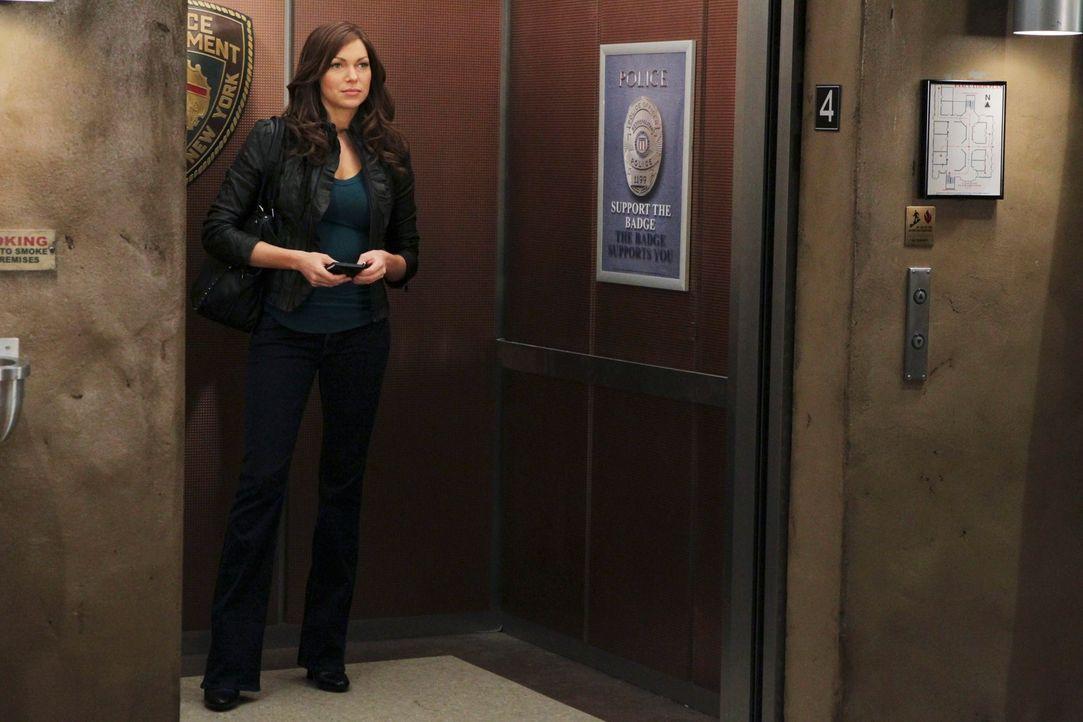 Die Schauspielerin Nathalie Rhodes (Laura Prepon) bereitet sich auf ihre bevorstehende Rolle als Nikki Heat vor und wird dem Vorbild der Romanfigur... - Bildquelle: 2010 American Broadcasting Companies, Inc. All rights reserved.