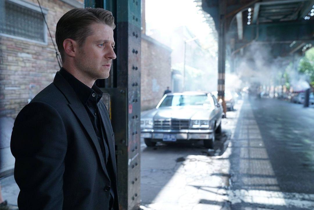 Penguin gewinnt immer mehr an Macht und ist auf dem besten Weg, der neue Bürgermeister von Gotham zu werden. Während Gordon (Ben McKenzie) Alice für... - Bildquelle: Warner Brothers
