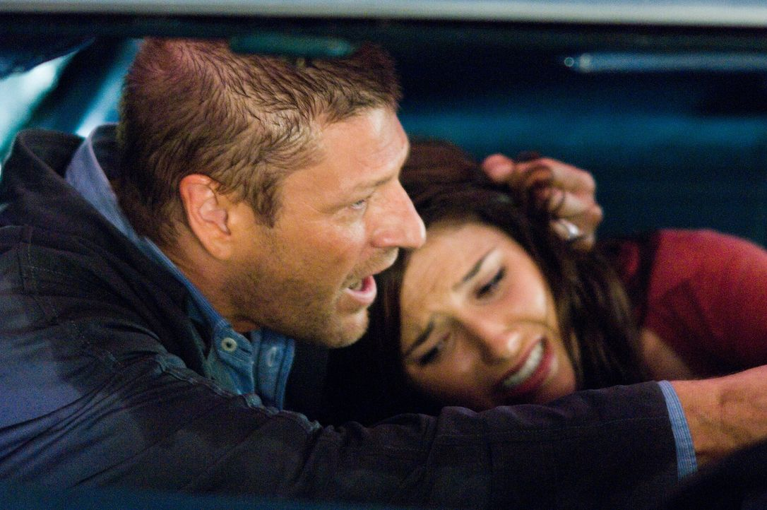 In der Hand eines psychopathischen Killers (Sean Bean, l.): Grace (Sophia Bush, l.) ...