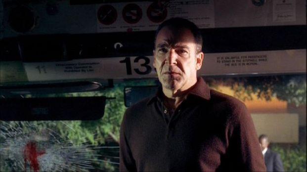 Jason Gideon (Mandy Patinkin) und sein BAU-Team untersuchen einen Bombenansch...