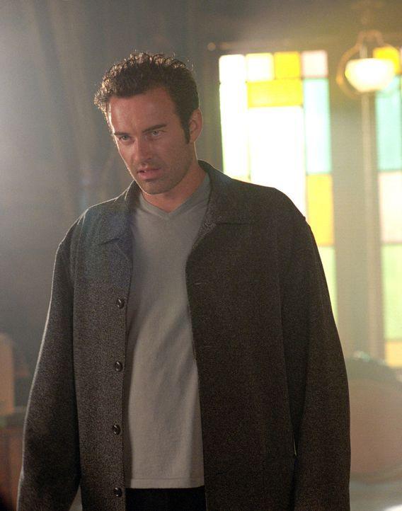 Barbas bringt Cole (Julian McMahon) dazu, Unschuldige anzugreifen in dem sicheren Glauben, dass es sich dabei um Dämonen handelt ... - Bildquelle: Paramount International Television