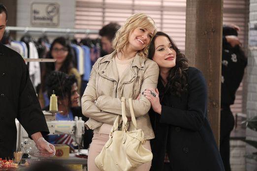 2 Broke Girls - Noch fühlen sich Caroline (Beth Behrs, l.) und Max (Kat Denni...
