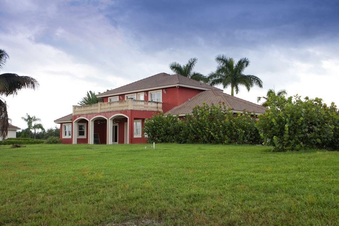 Die aktuelle Immobilie des Teams liegt in Florida - direkt an einem See. Lei... - Bildquelle: 2014, DIY Network/Scripps Networks, LLC. All Rights Reserved.