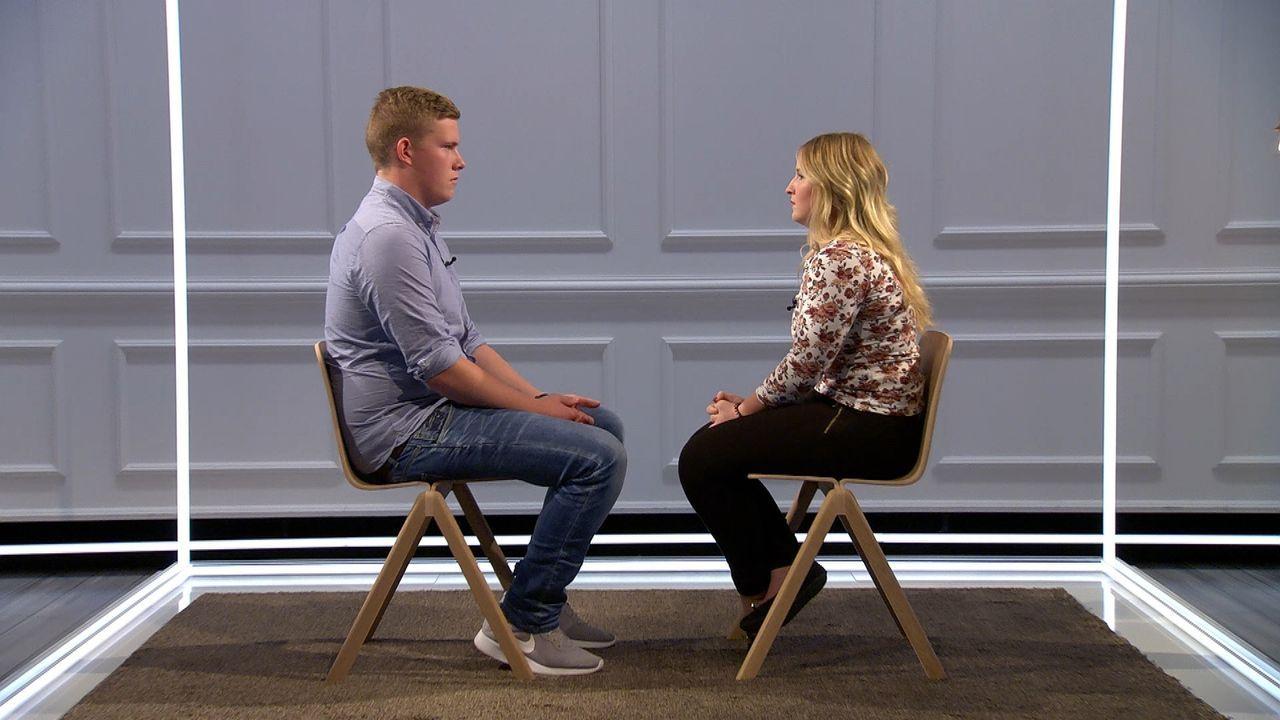 Das einstige Liebespaar Lisa (r.) und Lukas (l.) sollen sie sich zehn Minuten lang nur in die Augen sehen. Wie werden ihre Gefühle zueinander nach d... - Bildquelle: SAT.1