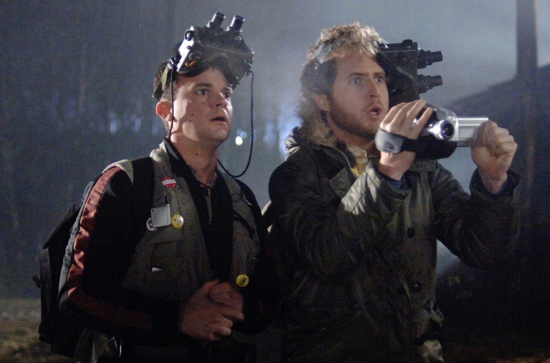 Bei ihren Recherchen über den Mordechais Geist stoßen Sam und Dean auf Harry (Travis Wester, r.) und Ed (A.J. Buckley, l.). Haben die beiden etwa et... - Bildquelle: Warner Bros. Television