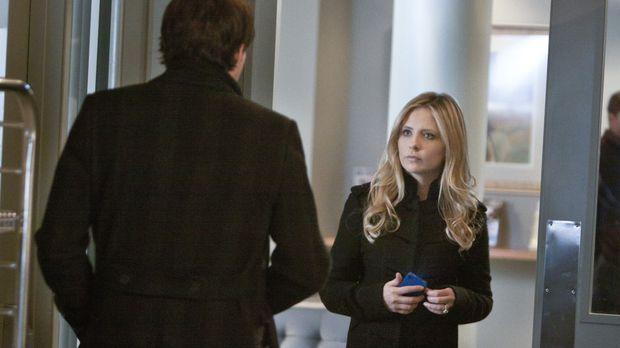 Siobhan (Sarah Michelle Gellar, r.) versichert Henry (Kristoffer Polaha, l.),...