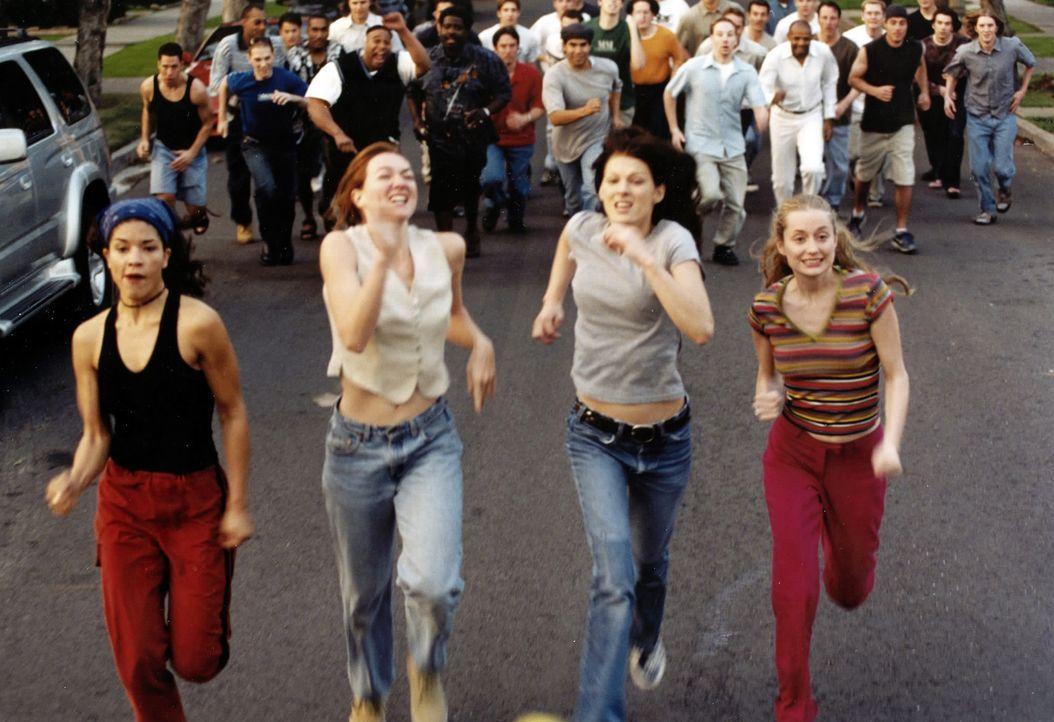 Das haben sich die vier Freundinnen (v.l.n.r.) Alex (Klea Scott), JJ (Jenny Judelle), Taylor (Lala Sloatman) und Kate (Kate Norby) niemals erträumt... - Bildquelle: Kali Films