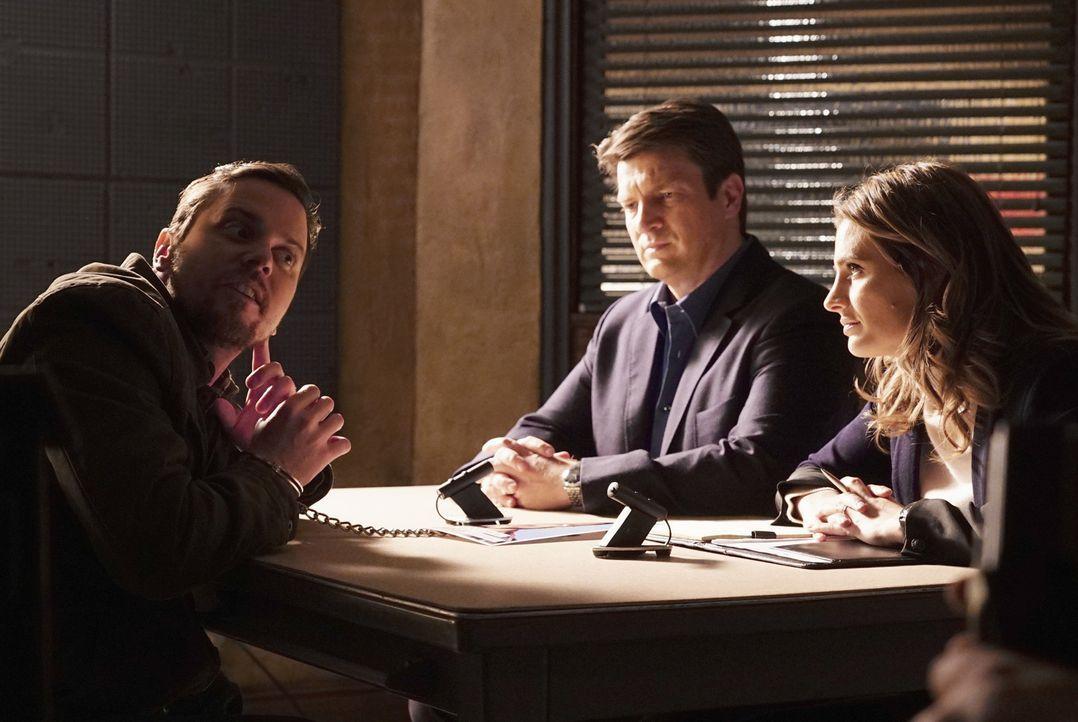 Obwohl sich Kate (Katic Stana, r.) und Castle (Nathan Fillion, M.) sicher sind, dass sie vor einem Massenmörder sitzen, können sie Jerrys (Michael M... - Bildquelle: ABC Studios