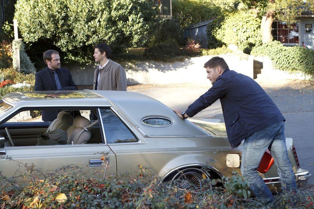 Dean (Jensen Ackles, r.) muss erneut eine gefährliche Entscheidung treffen, um Sam zu retten. Während Crowley (Mark Sheppard, l.) von dem neuen Plan... - Bildquelle: 2013 Warner Brothers