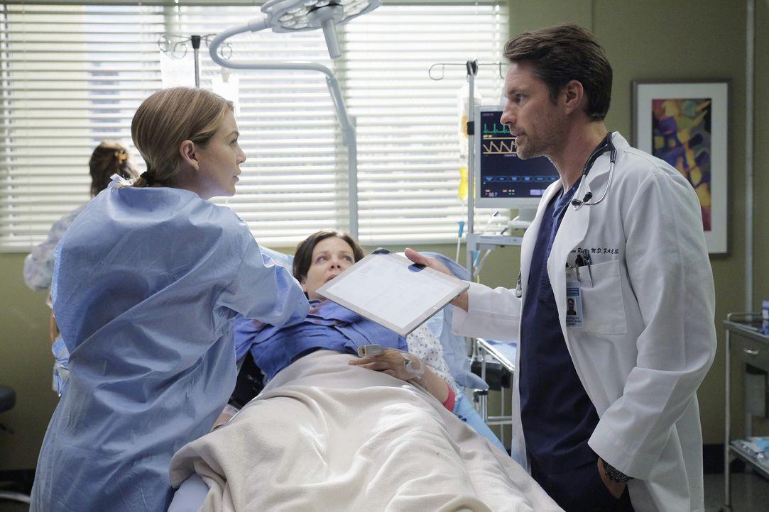 Daphne (Meredith Salenger, M.) wird von Meredith (Ellen Pompeo, l.) und Riggs (Martin Henderson, r.) behandelt - doch werden sie sie retten können? - Bildquelle: Tony Rivetti ABC Studios