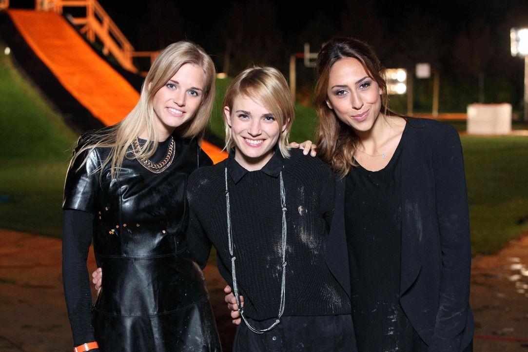 Stehen den einzelnen Teams zur Seite: Miriam Rickli (l.), Annie Hoffmann (M.) und Melissa Khalaj (r.) ... - Bildquelle: Frank Hempel ProSieben