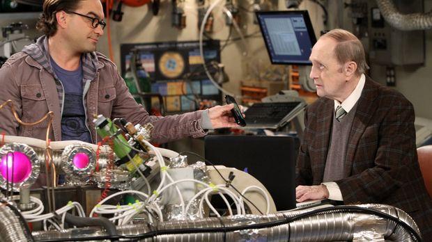 Sheldon ist gekränkt als Professor Proton (Bob Newhart, r.) einen Ratschlag v...