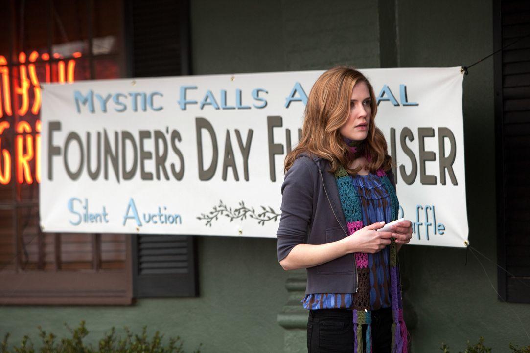 Jenna (Sara Canning) spricht Alaric auf die Möglichkeit an, dass seine Frau Elenas leibliche Mutter ist ... - Bildquelle: Warner Bros. Television