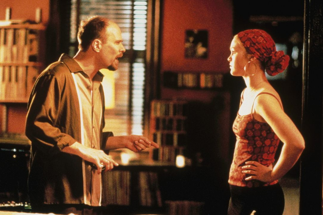 Nach dem Tod ihrer Mutter muss Sara (Julia Stiles, r.) zu ihrem Vater Roy Johnson (Terry Kinney, l.), einem erfolglosen Jazzmusiker, in das wilde S - Bildquelle: Paramount Pictures