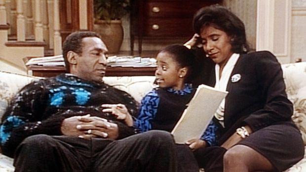 Cliff (Bill Cosby, l.) und Clair (Phylicia Rashad, r.) hören ihrer Rudy (Kesh...
