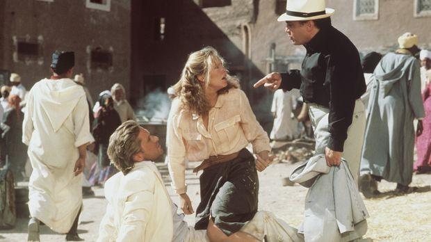 Wiedersehen mit Folgen: Joan (Kathleen Turner, M.) und der Heilige Mann flüch...