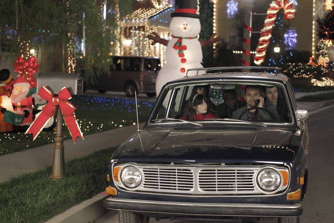 Machen sich auf zur Weihnachtsfeier in Schmidts Büro: (v.l.n.r.) Jess (Zooey Deschanel), Cece (Hannah Simone), Winston (Lamorne Morris) Nick (Jake... - Bildquelle: 20th Century Fox