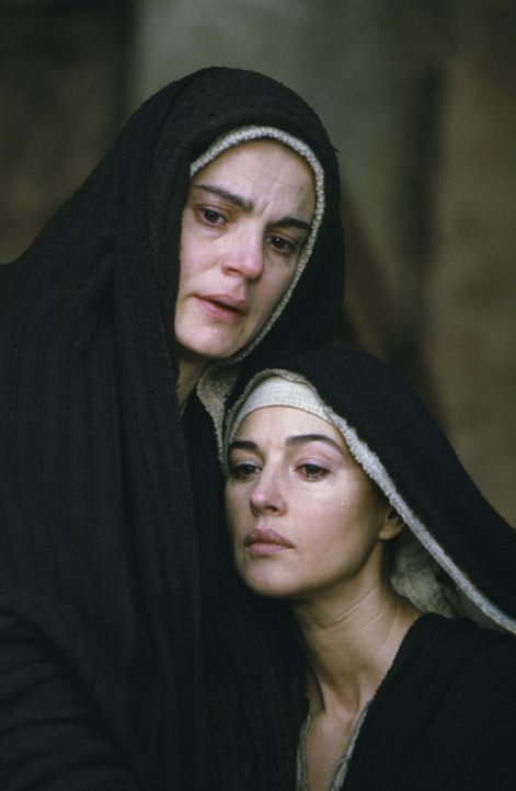 Leiden unendlich mit: Maria Magdalena (Monica Bellucci, r.) und Jesus Mutter Maria (Maia Morgenstern, l.) ... - Bildquelle: Icon Film Distribution Ltd.