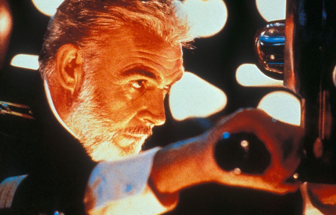 """Der sowjetische Kapitän Ramius (Sean Connery) steuert mit dem hoch modernen Atom-U-Boot """"Roter Oktober"""" die Ostküste der USA an. Sowjets wie Ameri... - Bildquelle: Paramount Pictures"""