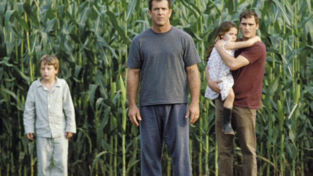 Fassungslos stehen (v.l.n.r.) Morgan (Rory Culkin), Graham (Mel Gibson), Bo (...